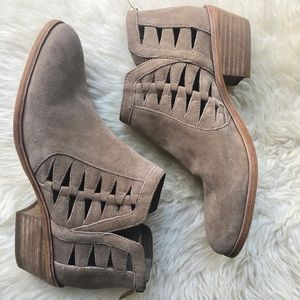 Vince Camuto suede booties size 7.5